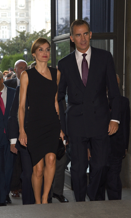 Queen Letizia of Spain wore a flattering LBD with King Felipe VI to the opening of the season of the Royal Theatre in Madrid.