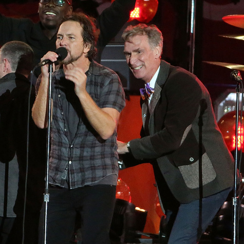 Bill Nye the Science Guy proved that he is a rock star at heart when he danced on stage with Pearl Jam. 