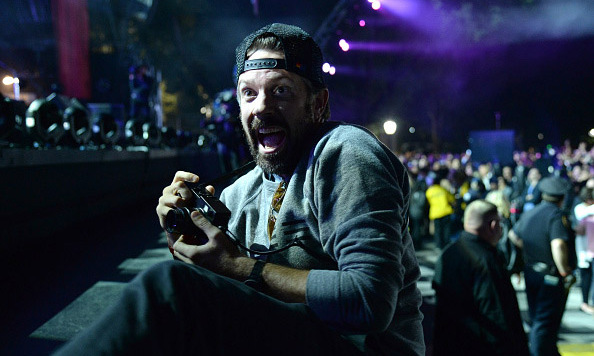 Celebrities are fans too! Jason Sudeikis enjoyed Pearl Jam's set from the VIP pit.  