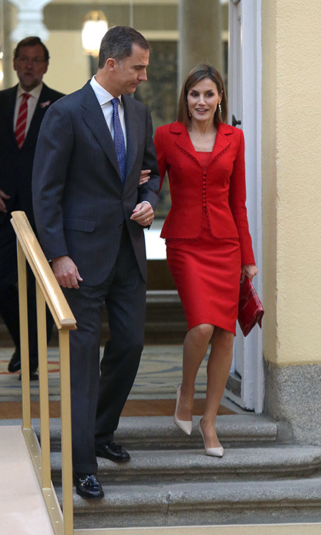 After her whistle-stop Italian trip, Queen Letizia was back in Madrid looking smoking hot in a red dress suit for the annual meeting of the Board of Instituto Cervantes.
