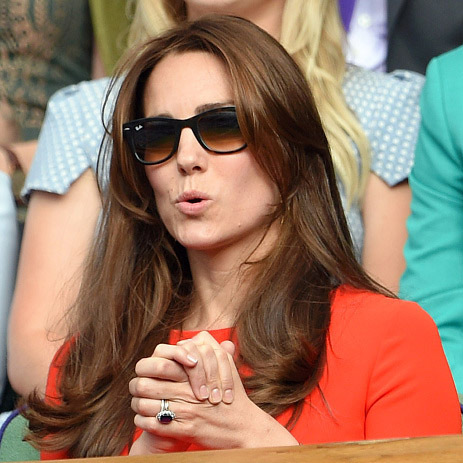 Kate couldn't handle the suspense during another outing to Wimbledon. 