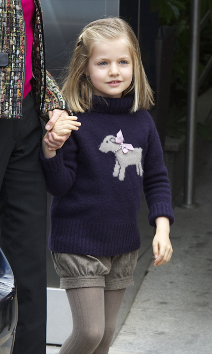 Cool winter style! The Princess combined shorts and tights as she kept up her pint-sized fashion game in the cold weather. <br>