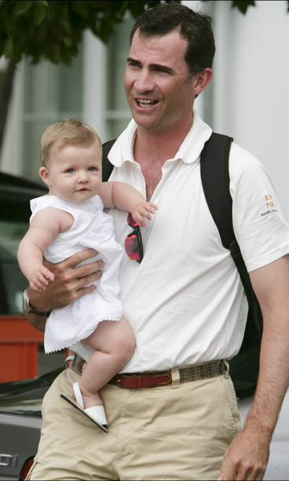 Enjoying a day out with Dad, the 1-year-old Princess looked adorable dressed in a white sundress and tiny sandals to attend the King's Cup sailing competition. <br>