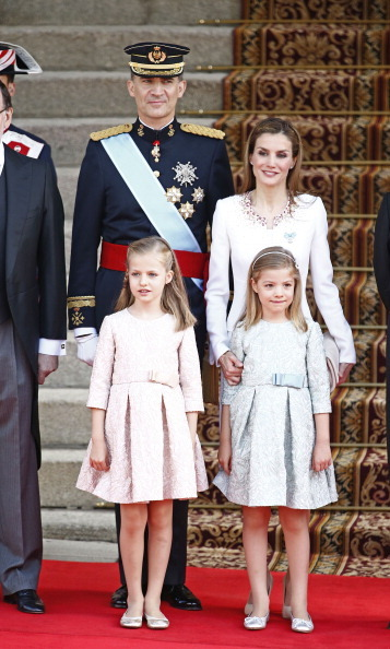 Looking elegant and stylish, the future queen wore pale rose – and her little sister Princess Sofia was in complementing blue – on the day her father, Felipe, became King in 2014. <br>