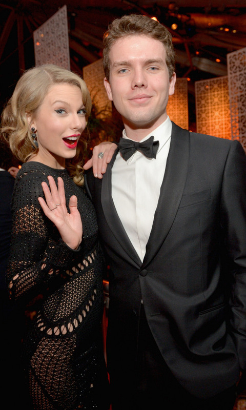 No bad blood here, only good genes! He might be the lesser known Swift but Taylor hunky brother Austin has us writing love songs.