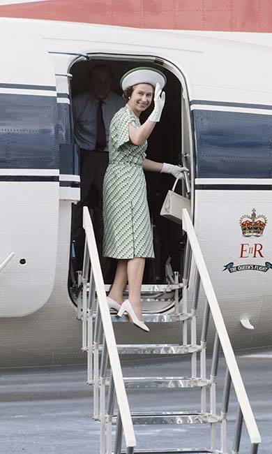 "During lunch with her friends at Windsor Castle, the Queen heard a plane overhead. ""Boeing 747,"" she said, before quickly correcting herself. ""Actually that's an Airbus."" <br>