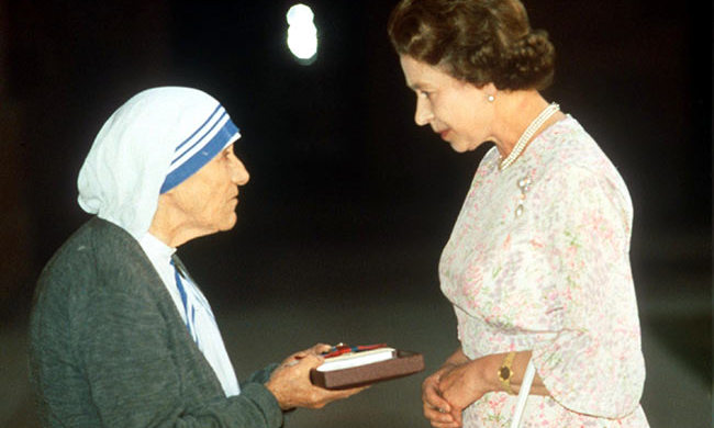 Queen Elizabeth with Mother Teresa in 1990.