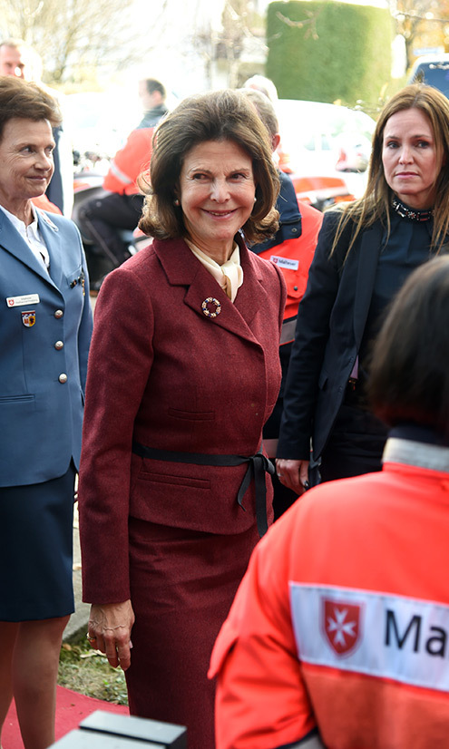 Queen Silvia of Sweden headed back to her native Germany for a visit to Silviahemmet's day center in Munich.