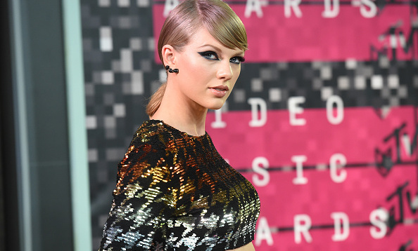 "<a href=""https://us.hellomagazine.com/tags/1/taylor-swift/""><strong>Taylor Swift</strong></a> has proven that she is one of the most generous celebrities in the world! The pop star always find a way to give back to her fans, whether she is sending them personalized Christmas gifts, helping them go viral or donating books, you can always count on Taylor to save the day. Here is a round up of some of Taylor's most generous moments.