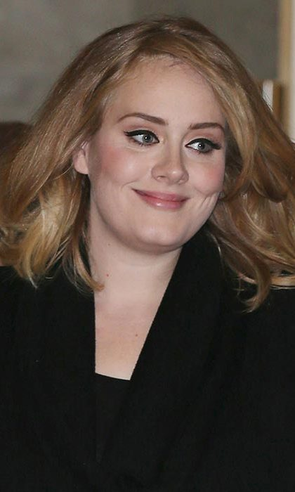 #Eyelinergoals! Master Adele's trademark cat eye flick, created by her makeup artist Michael Ashton, by using a liquid eyeliner.