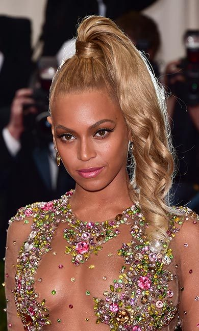 Talk about fierce! Beyoncé added some edge with a dramatic sweeping line at the 2015 Met Gala.