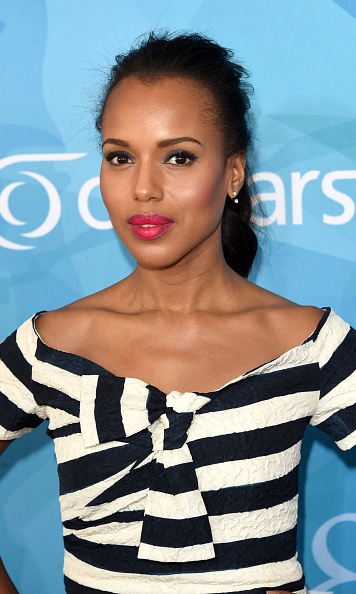 "Kerry Washington's pink lips and flawless brows perfectly complement her softly-defined eyes. Her make-up artist Carola Gonzalez loves Chanel's long-wearing eyeliner. ""That thing does not move... That's the best one if you need to count on it to last,"" she told Refinery29.