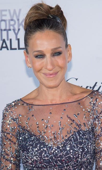 For Sarah Jessica Parker's show-stopping look, sweep your hair up into a large bun and then add a headband to keep flyaways in place and give a hint of retro-chic style.
