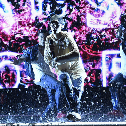 "Justin Bieber made it rain at the AMAs! The Canadian singer closed out the show performing three of his big hits: ""What Do You Mean?,"" ""Where Are Ü Now,"" and ""Sorry.""