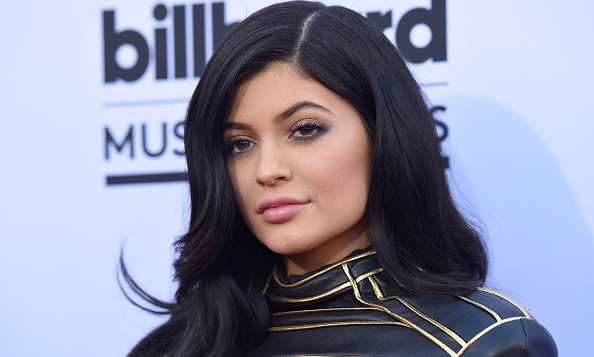 Kylie Jenner Shows Off Emerald Green Hair I M Still So Young I M
