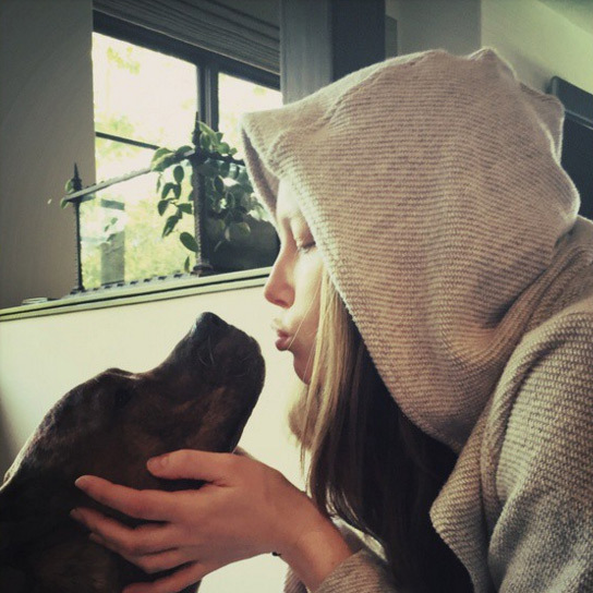 Jessica Biel loves her dog Tina so much she even shares a few kisses with her.