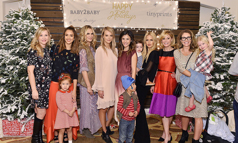 'Tis the season! Holiday parties have commenced this week with decorations in NYC, Washington D.C. and elsewhere up in all their glory. Also this week, stars got dolled up as they were honored by the likes of UNICEF and important causes.