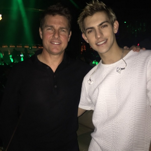 December 4: Up in 'da Vegas club! After attending the NASCAR Spirit Cup Awards ceremony to honor Jeff Gordon, Tom Cruise made his way over to club XS at the Wynn where he met musician Nick Hissom (pictured above).