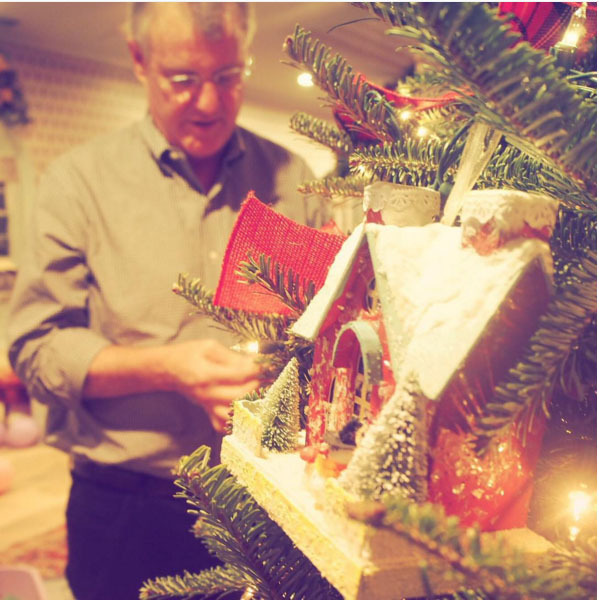 It's Christmas time in the Swift household! Taylor Swift shared a snap of her father Scott adding the finishing touches to the family tree. 