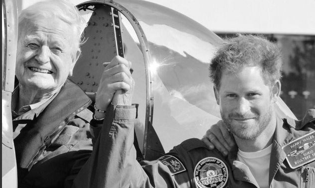 Prince Harry released his own seasonal greeting card and we love it! The note featured his favorite moment of 2015: meeting 95-year-old war veteran Tom Neil.