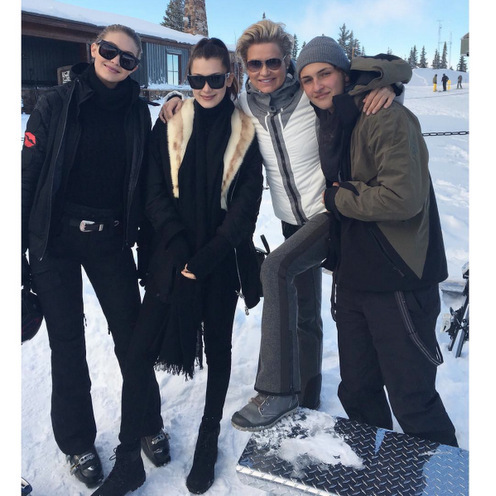 Supermodel Gigi Hadid joined her sister Bella and brother Anwar Hadid, along with their mom Yolanda Foster for some family time in Aspen.