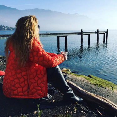 Coffee with a view. Shania Twain has been enjoying her holiday in picturesque Switzerland.