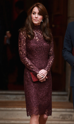 Kate looked ultra high fashion wearing an aubergine, lace turtleneck sheath dress by Dolce & Gabbana, during President Xi Jinping of China's state visit in Britain.   
