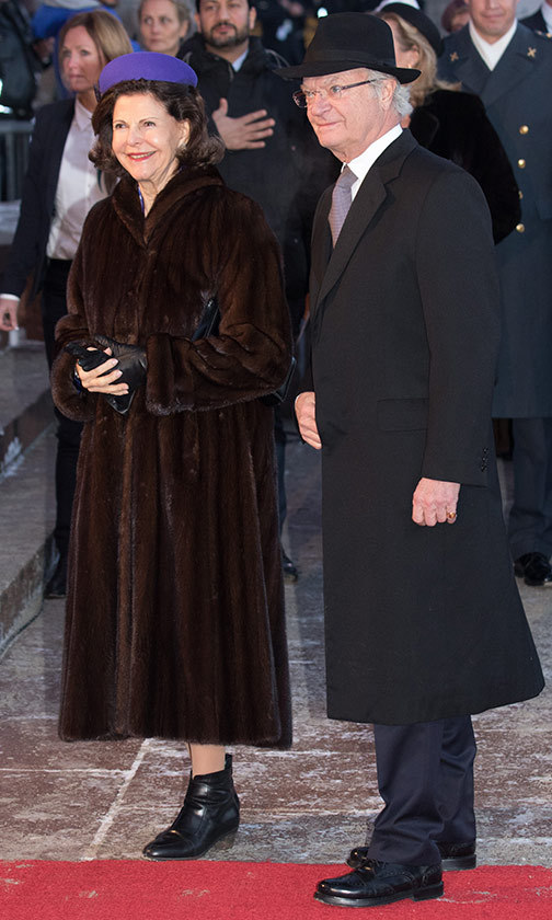 Bundled up against the cold, Sweden's Queen Silvia and King Carl Gustaf arrived to congratulate their Norwegian counterparts.<br>