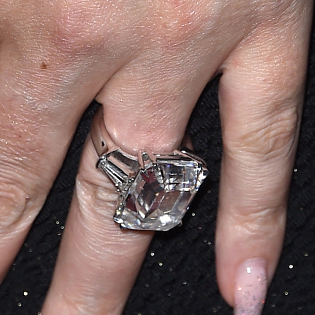 Mariah Carey flashes her amazing engagement ring on the red carpet
