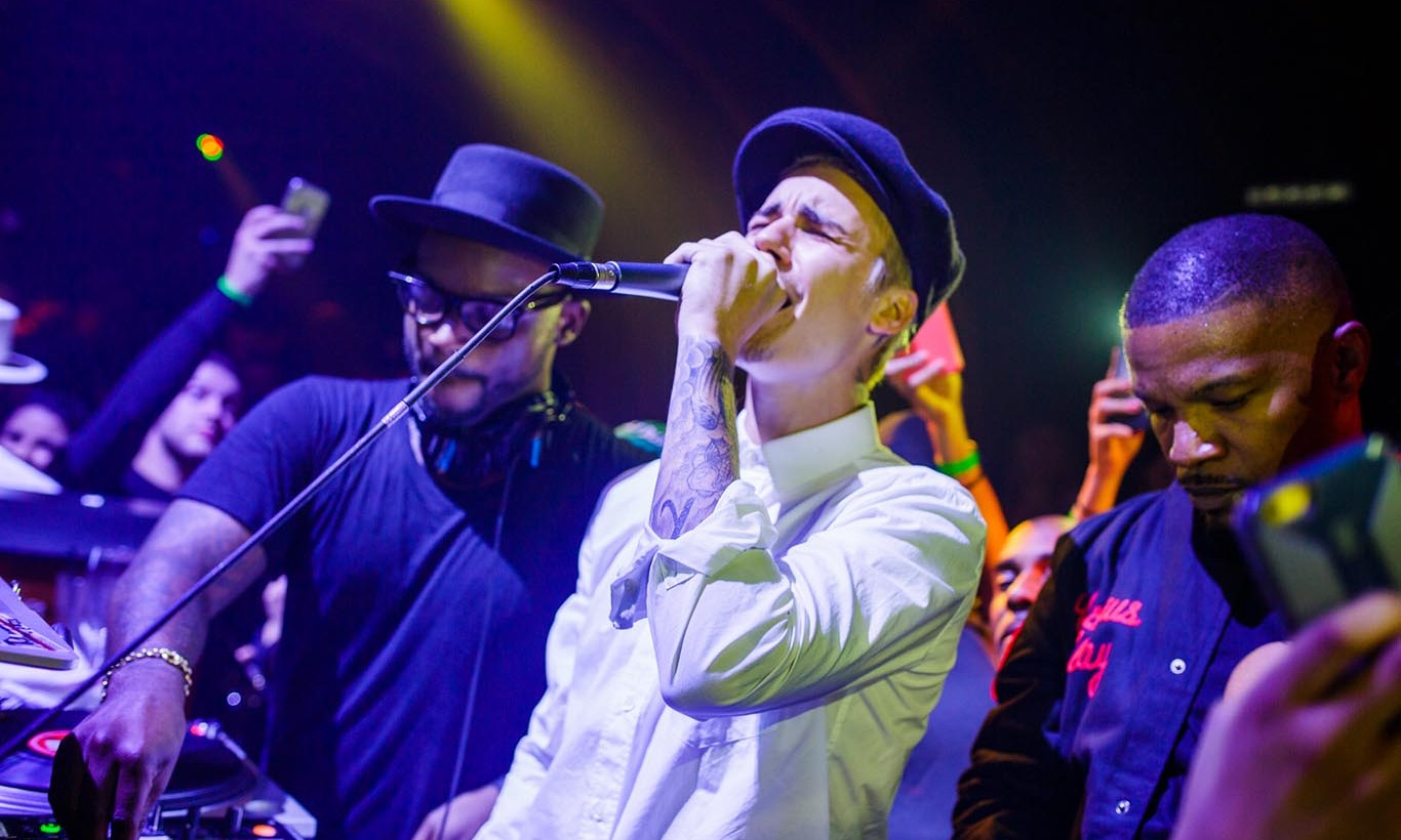 Justin Bieber performed alongside Jamie Foxx during his pre-Grammys bash at 1Oak in L.A.