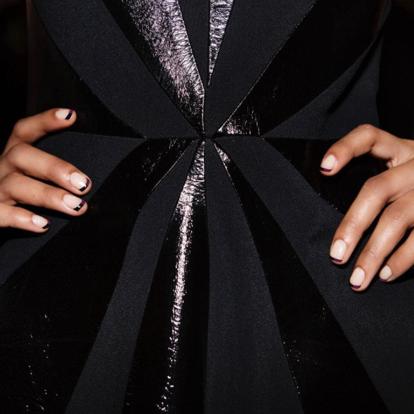 "Cushnie Et Ochs went for the ""starburst detail"" with their nail designs for their fall presentation during NYFW.