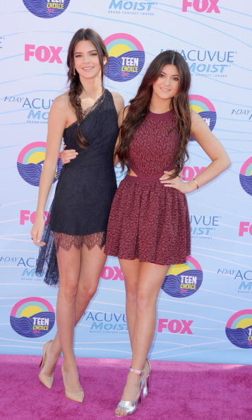 Kendall tied her hair up into an effortless fishtail braid while Kylie kept her locks loose for the 2012 Teen Choice Awards.