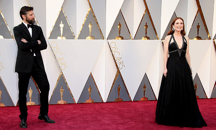Bart Freundlich was more than happy to let his wonderful wife Julianne Moore be the center of attention, as they walked the red carpet at the 88th Academy Awards.