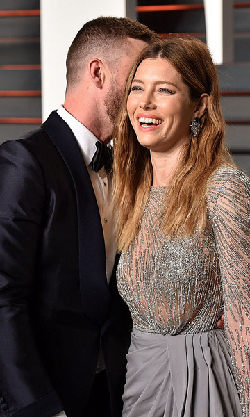 "When bae makes you giggle! We're pretty sure there's nothing more attractive than a funny man. The ""Suit & Tie"" artist had his wife in stitches laughing, while attending the 2016 Vanity Fair Oscars party.