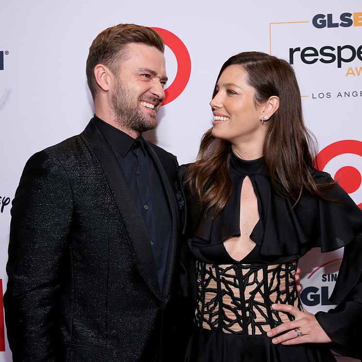 So bravo, Justin and Jessica. You two have officially defined relationship goals, all while making us albeit slightly jealous. Continue to show off your adorable-goofy-romantic side everywhere you go, because we're watching!