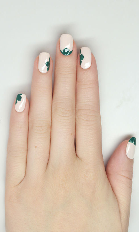 Strike gold with these stellar St. Patty\'s Day themed nail art ...