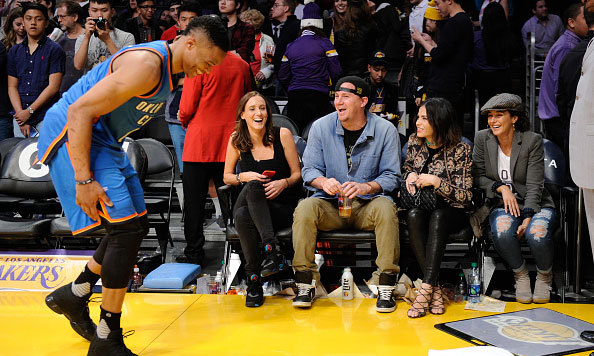 Nothing funny about their game day attire! Channing Tatum, Jenna Dewan and Emmanuelle Chriqui made a fashionable trio at a game between the Oklahoma City Thunder and Lakers.