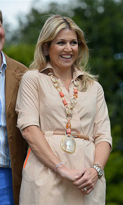 Long or short, the royal always perfectly coordinates her necklace with her outfits.