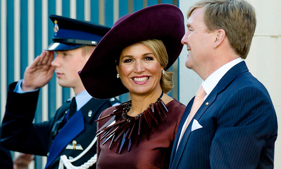 Maxima wowed royal fashion fans when she stepped out in a brown spiky necklace, to welcome King Felipe and Queen Letizia of Spain to the Netherlands.