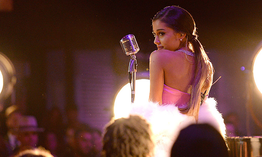 Ariana Grande served up some serious old school Hollywood vibes as she performed her new single <i>Dangerous Woman</i>.