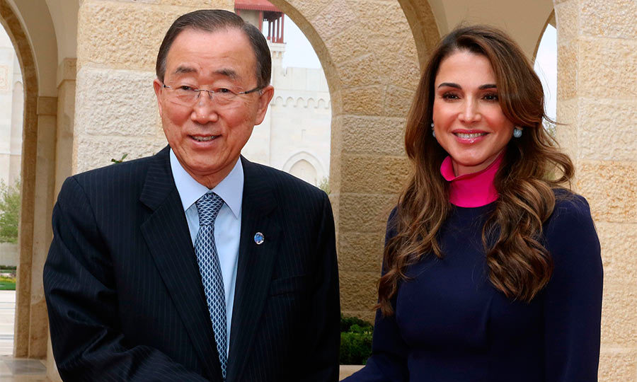 Queen Rania of Jordan warmly greeted the UN Secretary General Ban Ki-Moon to the Royal Palace in Amman. 