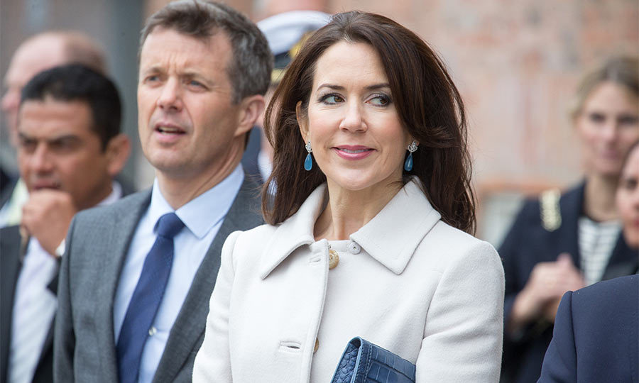 Crown Princess Mary of Denmark coordinated her clutch bag and earrings perfectly during a state visit from the President of Mexico and his wife.