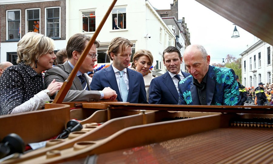 Sing them the song of the piano man. Princess Laurentien, Prince Constantijn, Prince Floris, Princess Marilene and Prince Maurits of the Netherlands watch a demonstration by a piano player, while walking around Zwolle on King's Day.