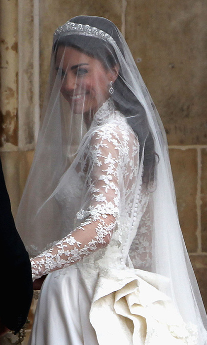Kate Middleton S Wedding Dress A Closer Look At The