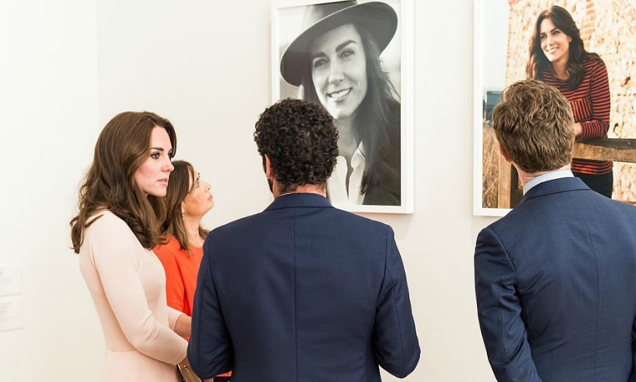 Kate viewed her two new portraits, which are featured in British Vogue.