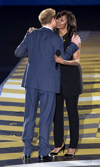 Harry and Michelle Obama put their competitive differences aside and shared a friendly moment during the opening ceremony of the Invictus Games. 