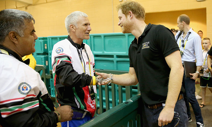 Harry met with members of the Afghanistan team before kicking off the Invictus Games.
