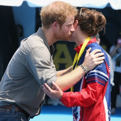 US competitor Elizabeth Marks was a lucky recipient of one of Prince Harry's kisses after she took home the gold medal for a swimming event. 