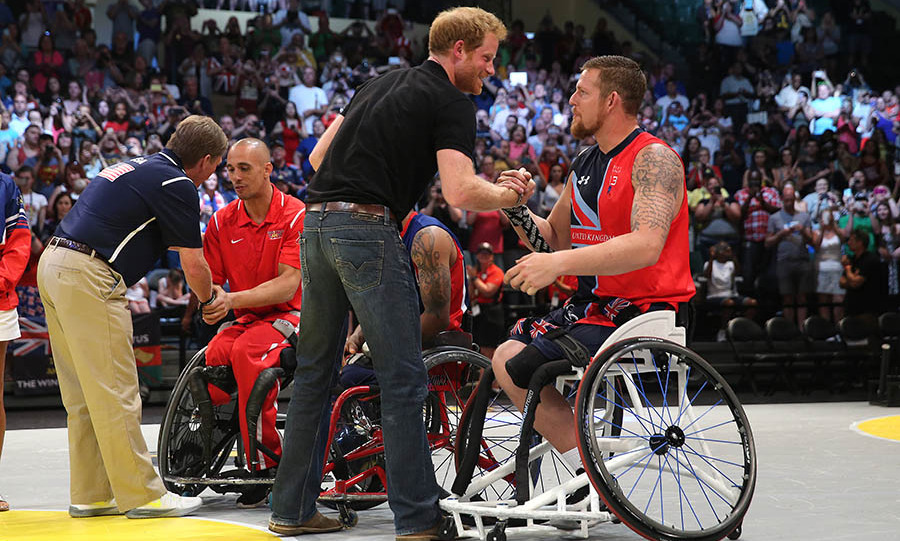 Harry stopped to congratulate the team captains of the wheelchair basketball team on the final day of the Invictus Games. 