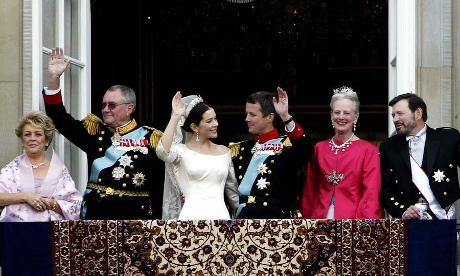 Upon arriving to the royal palace, the Danish royal family and its newest member, Crown Princess Mary, took to the balcony to wave to royal fans. The new husband and wife delighted onlookers by sharing a quick kiss.